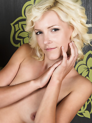 Showy Beauty  Ogrija  Blondes, Striptease